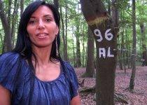 Bettina Cox sodomisée dans les bois
