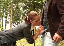 Amandine se fait démonter dans la forêt