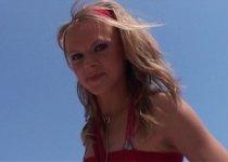 Une jeune blonde prénommée Celinne à baiser sur la plage