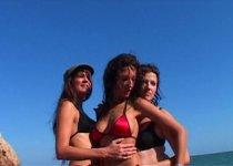 Angels Sydney baise avec deux autres filles
