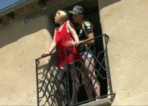 Marion Moon enculée sur le balcon