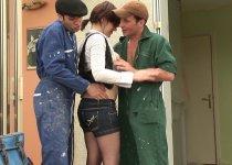 Léa du Mans baise avec deux ouvriers