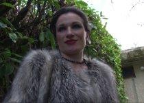 Vanessa Saint Claire offre ses fesses