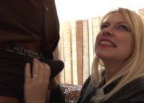 Venus Lova demande deux mecs pour baiser