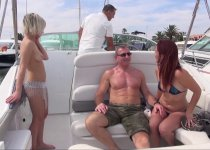 Trio libertine sur le bateau avec Britney