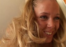 Une jeune blonde prénommée Sandrine pour la queue de Georges