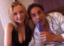 Eva a envie de sexe devant la caméra