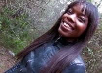 La belle black Kenia Diaw baisée dans les bois