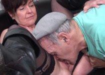 Joyce Mifle se colle la bite de papy dans la bouche
