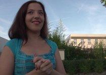 Daphnée Lecerf adore l'éjaculation faciale